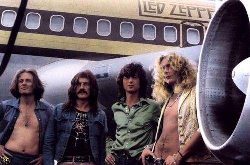 Led Zeppelin, near Starship JFK airport. Foto by Bob Gruen July 1973 01